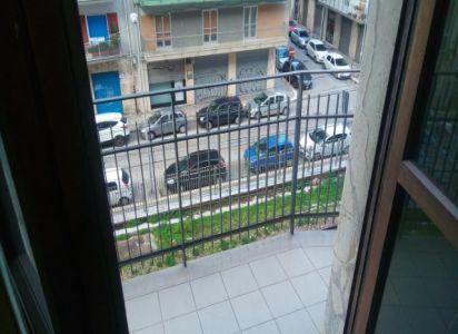Soggiorno con affaccio su balcone